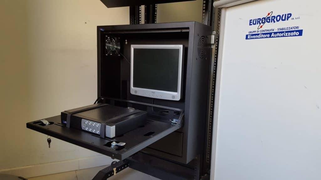 Immagine Armadio Blindato GDPR compliant AP900404U6X1S, con anta frontale basculante. PEr NVR e terminali